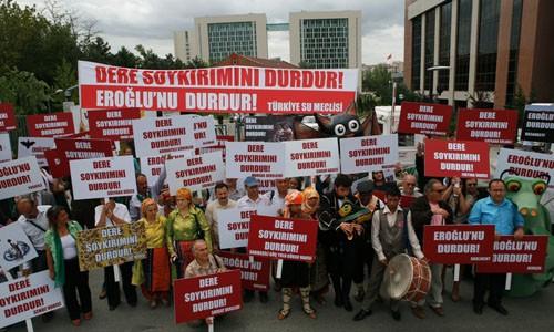 Çevre Bakanlığı'nın Önünde 'Çevreci Protesto'